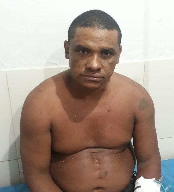 Após esfaquear esposa homicida com mandado de prisão é espancado por populares e preso na zona rural de Bequimão-Ma